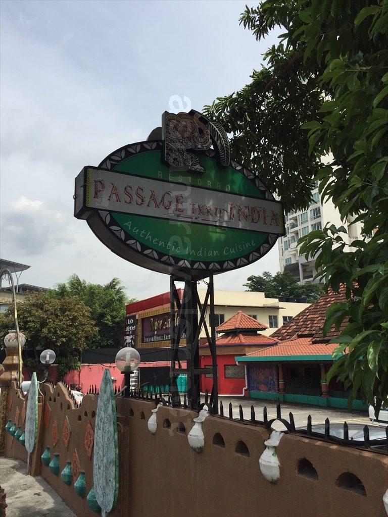 インド料理店「Passage Thru India」の看板
