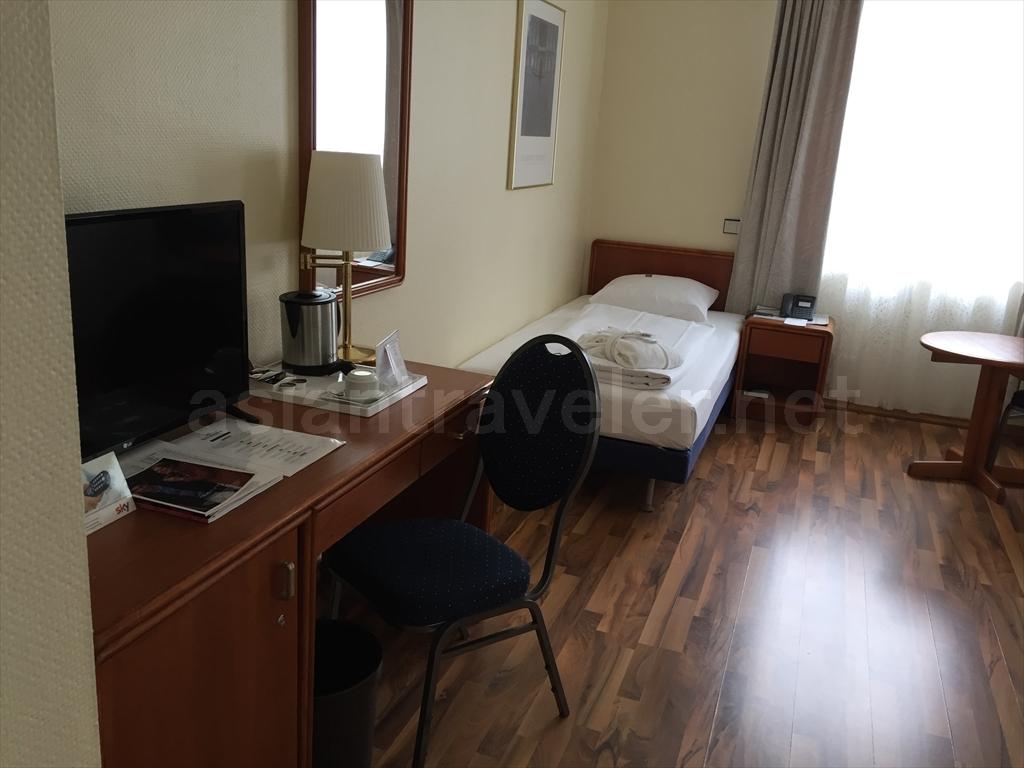 フランクフルトのホテル「Hotel Monopol」